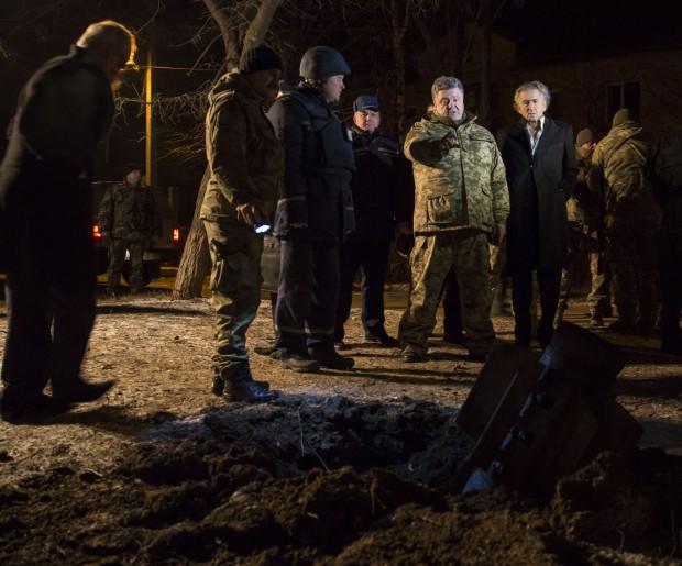 Vers la guerre en Ukraine ? - Page 12 Porochenko-Kramatorsk-Bernard-Henri-Levy_Ukraine-620x515