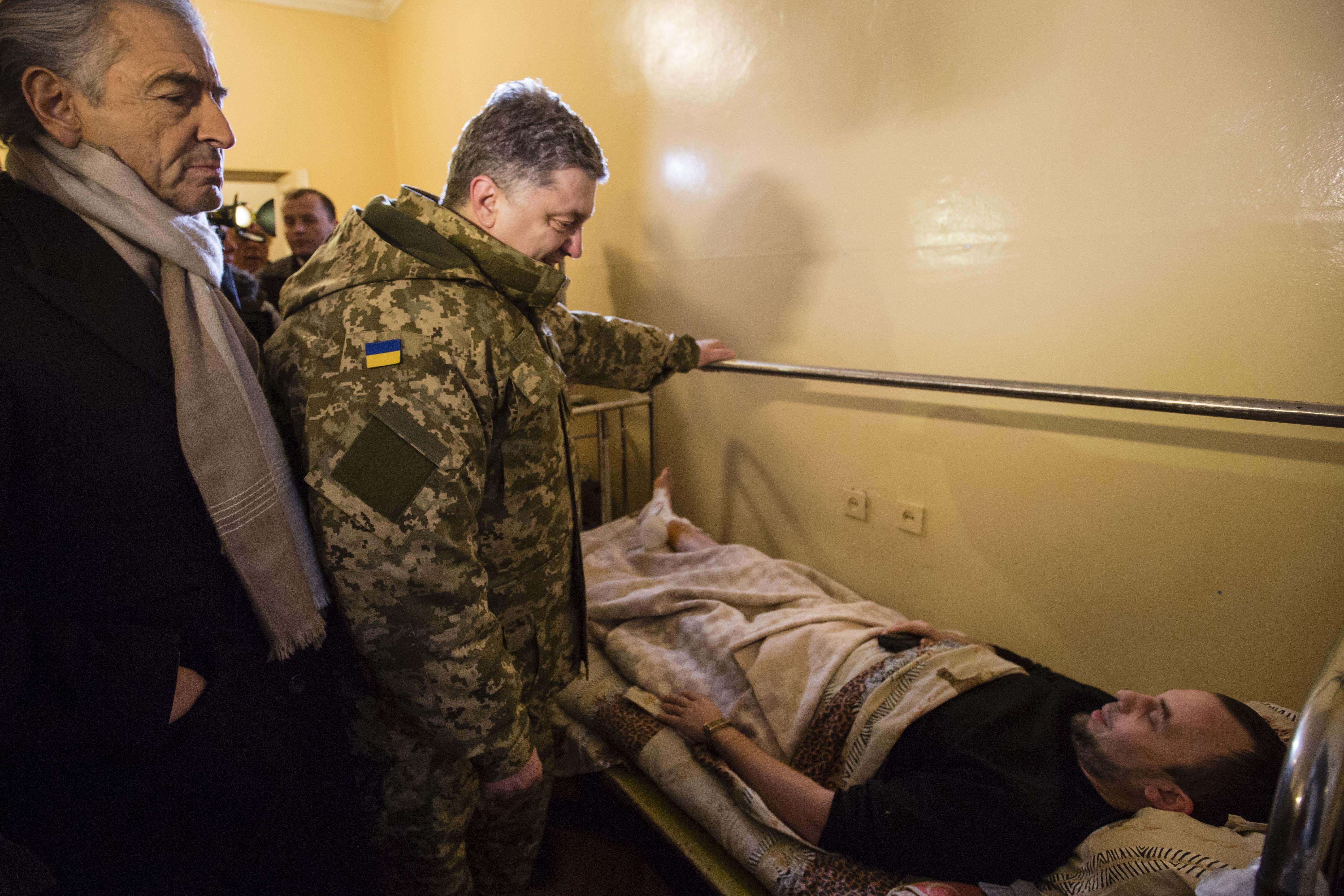 Porochenko-Kramatorsk_Bernard-Henri-Levy_Ukraine