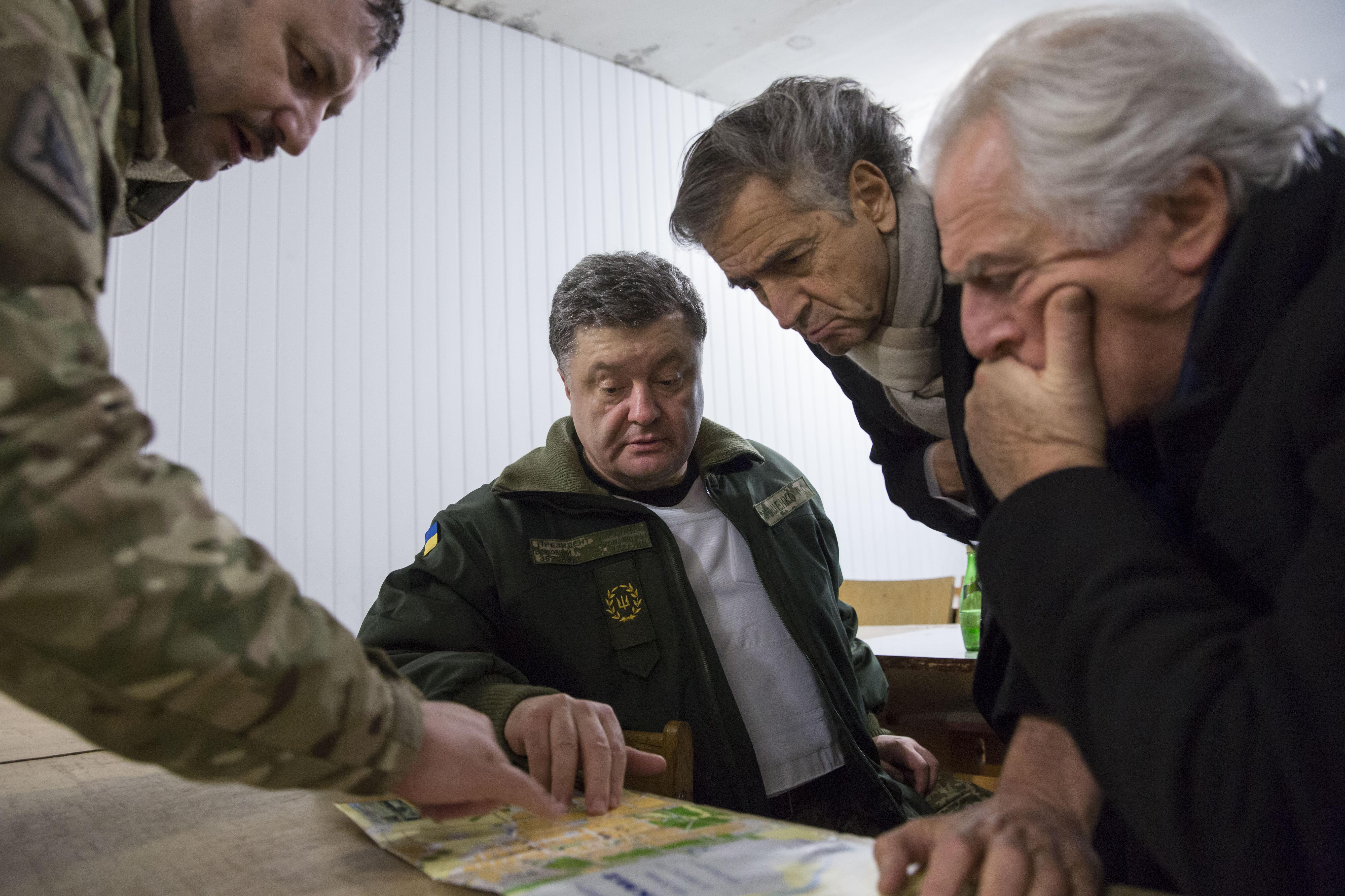 Porochenko-Kramatorsk_Bernard-Henri_Levy-Ukraine