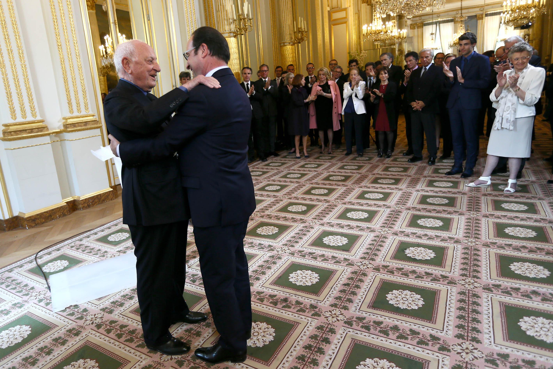 Cérémonie de remise des insignes de Grand Officier de la Légion d'honneur à Pierre Bergé.