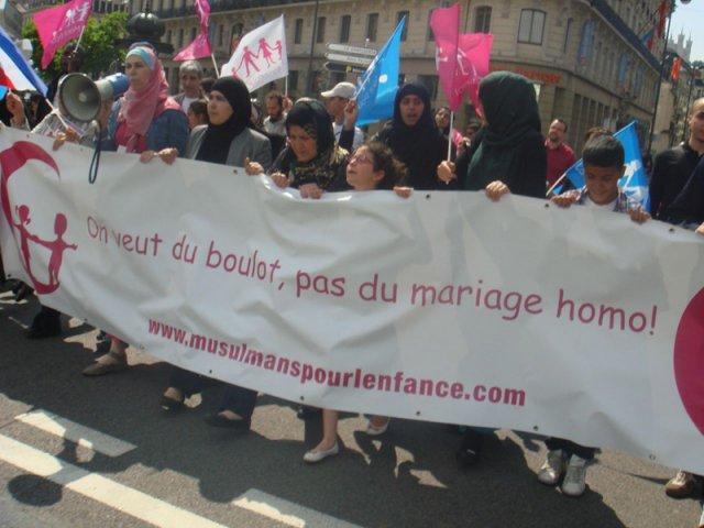 Manifestation en contre le mariage homosexuel à Lyon, en 2013. Photo tirée du site PSM : http://www.psm-enligne.org/index.php/activites/rhones-alpes/2292-au-coeur-de-la-manif-pour-tous