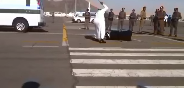http://laregledujeu.org/files/2015/07/decapitation-d-une-femme-en-Arabie-saoudite.png