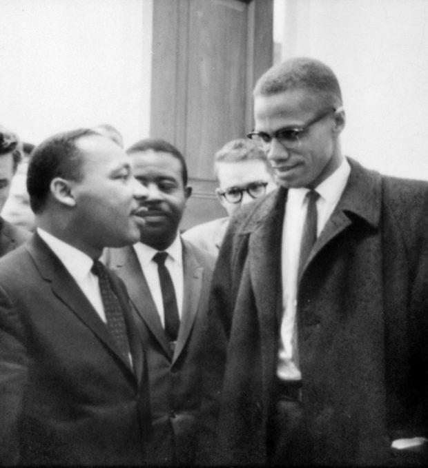 Portrait des deux grands activistes afro-américains : Martin Luther King et Malcolm X, dans les années 1960.