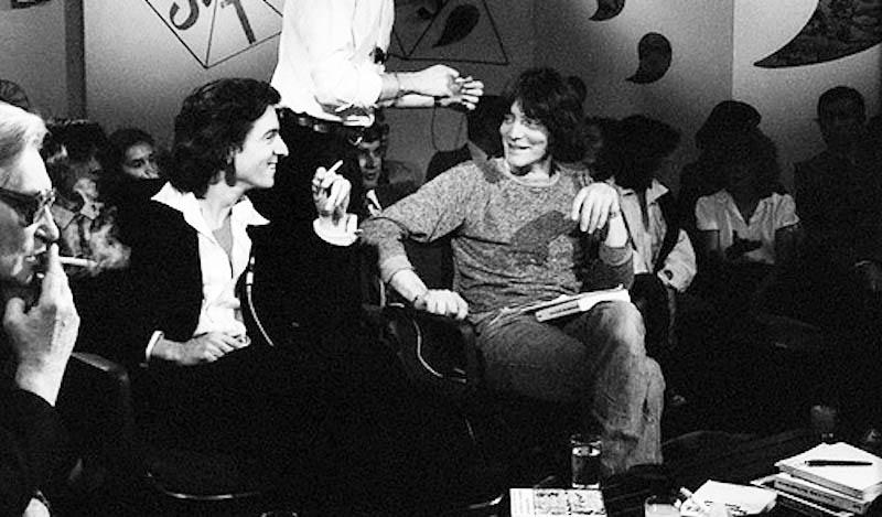 Bernard-Henri Lévy et André Glucksmann sur le plateau de l'émission Apostrophes, en 1977.
