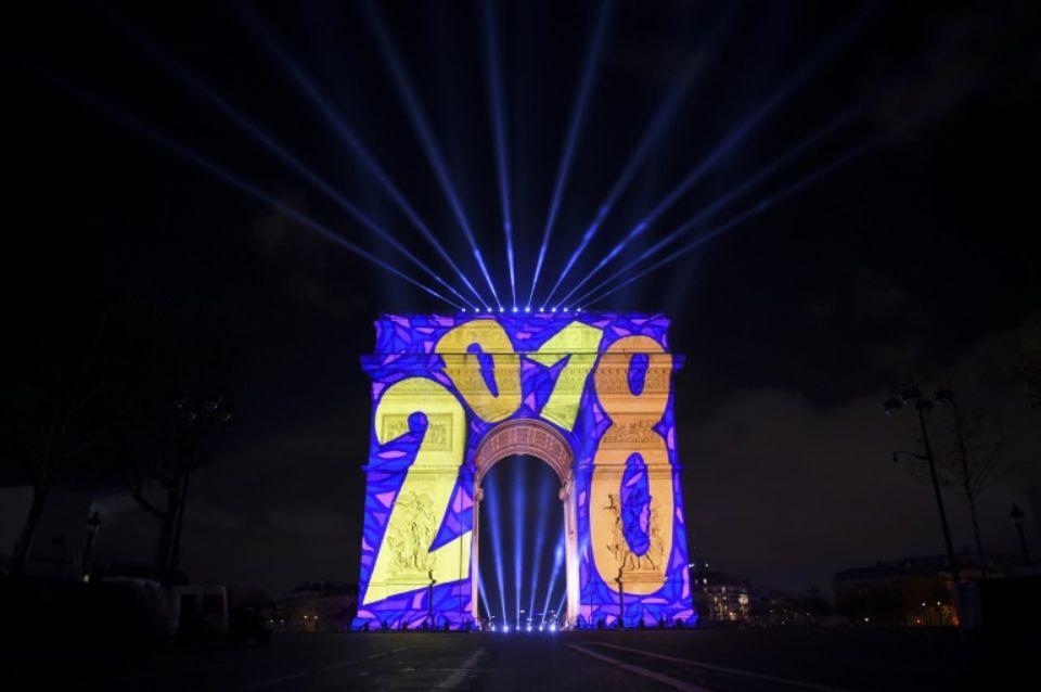 Illuminations au soir de la saint Sylvestre sur l'arc de Triomphe. Paris, le 31 décembre 2017.