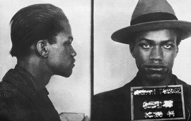 Malcolm Little (Malcom X), à l'âge de 18 ans, lors de son arrestation par la police américaine.