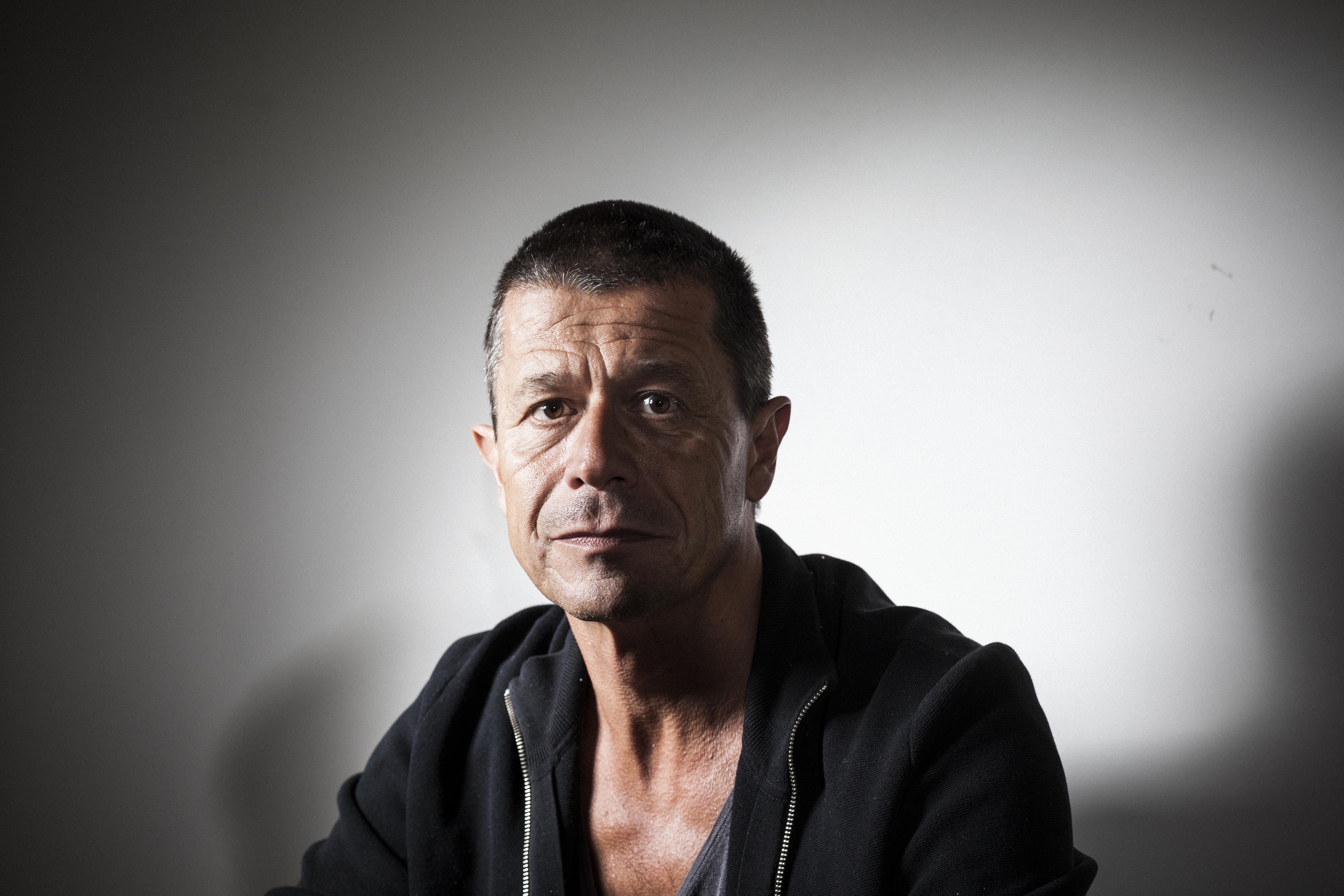 Portrait de l'écrivain français Emmanuel Carrère