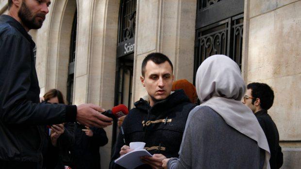 """Le """"Hijab Day"""", mercredi 20 avril 2016, à Sciences Po Paris : les étudiantes ont été invitées à porter le voile pour une journée."""