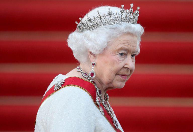 La Reine Elizabeth II. Le 23 juin 2016, les Britanniques ont choisi de quitter l'Union européenne avec 51,9% des voix. Le Premier ministre David Cameron a annoncé sa démission quelques heures plus tard.