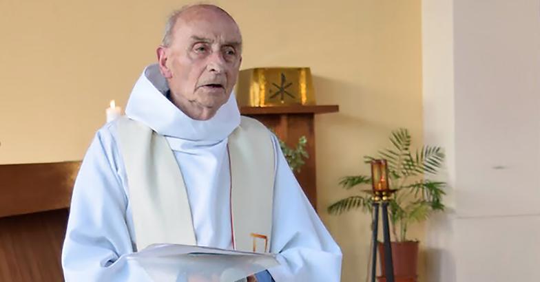 Jacques Hamel, prêtre auxiliaire. Âgé de 86 ans, Jacques Hamel a été tué par deux hommes au sein de l'église de Saint-Etienne-du-Rouvray lors d'une attaque revendiquée par l'État islamique.