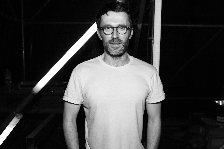 """Loïc Prigent, 200 000 followers sur Twitter, publie """"J'adore la mode mais c'est tout ce que je déteste"""" (Grasset)."""