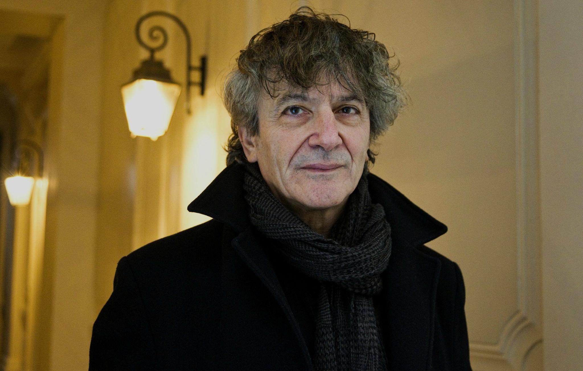 """Hubert Haddad publie un essai autobiographique, """"Les Coïncidences exagérées"""" (Mercure de France)."""