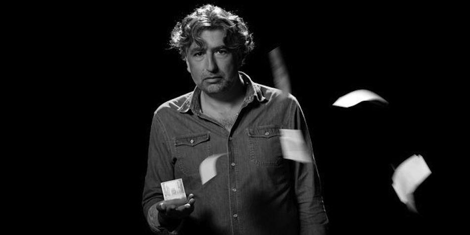 """Alexandre Amiel, grand reporter pour l'agence CAPA et Canal+, signe le volet consacré à l'antisémitisme de la série documentaire """"Pourquoi nous détestent-ils ?"""", sur Planète +."""