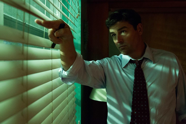 """JJohn Rayburn (Kyle Chandler) dans l'un des épisodes de la saison 2 de """"Bloodline"""" (Netflix)."""