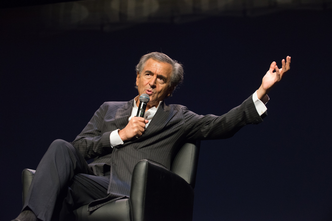 "Bernard-Henri Lévy lors de la projection-conférence de son documentaire ""Peshmerga"" à New York. Photo: Jeff Zorabedian"