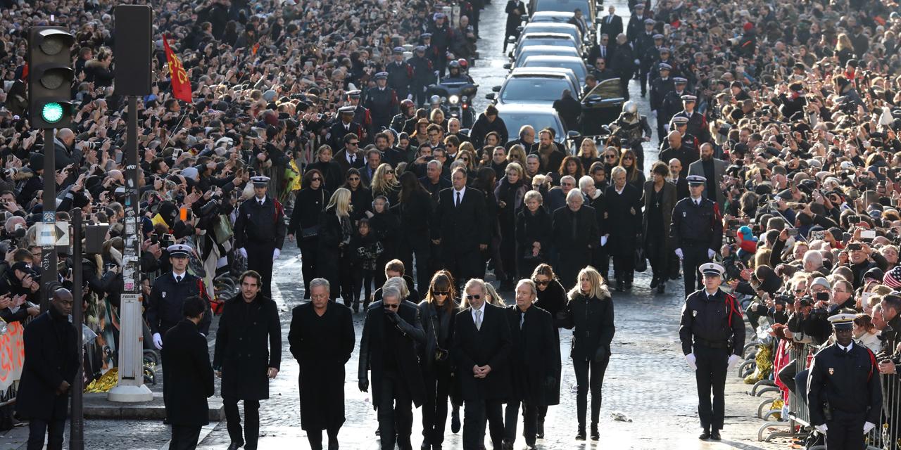 Les proches de Johnny Hallyday en procession vers l'église de la Madeleine, à Paris, le 09 décembre 2017. Le chanteur de rock s'est éteint le 06 décembre 2017. Photo : Ludovic MARIN. AFP