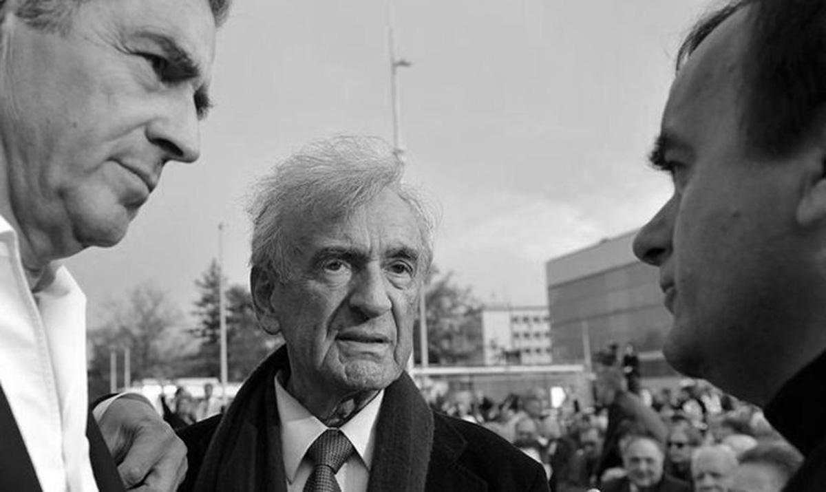 Bernard-Henri Lévy et Elie Wiesel, lors de commémorations de la Shoah. Avril 2009, Genève. Photo : Fabrice Coffrini / AFP