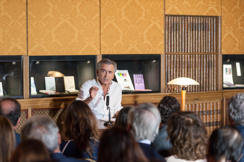 """Lecture de """"L'empire et les cinq rois"""" par Bernard-Henri Lévy. Paris, Bibliothèque de l'Arsenal le 13 mars 2018."""