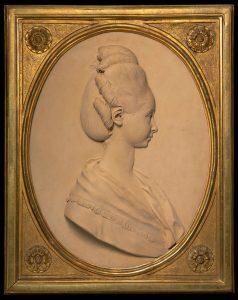 François-Marie Poncet, Portrait d'une dame, 1775, terre-cuite, 73 x 59 cm, galerie Katz.