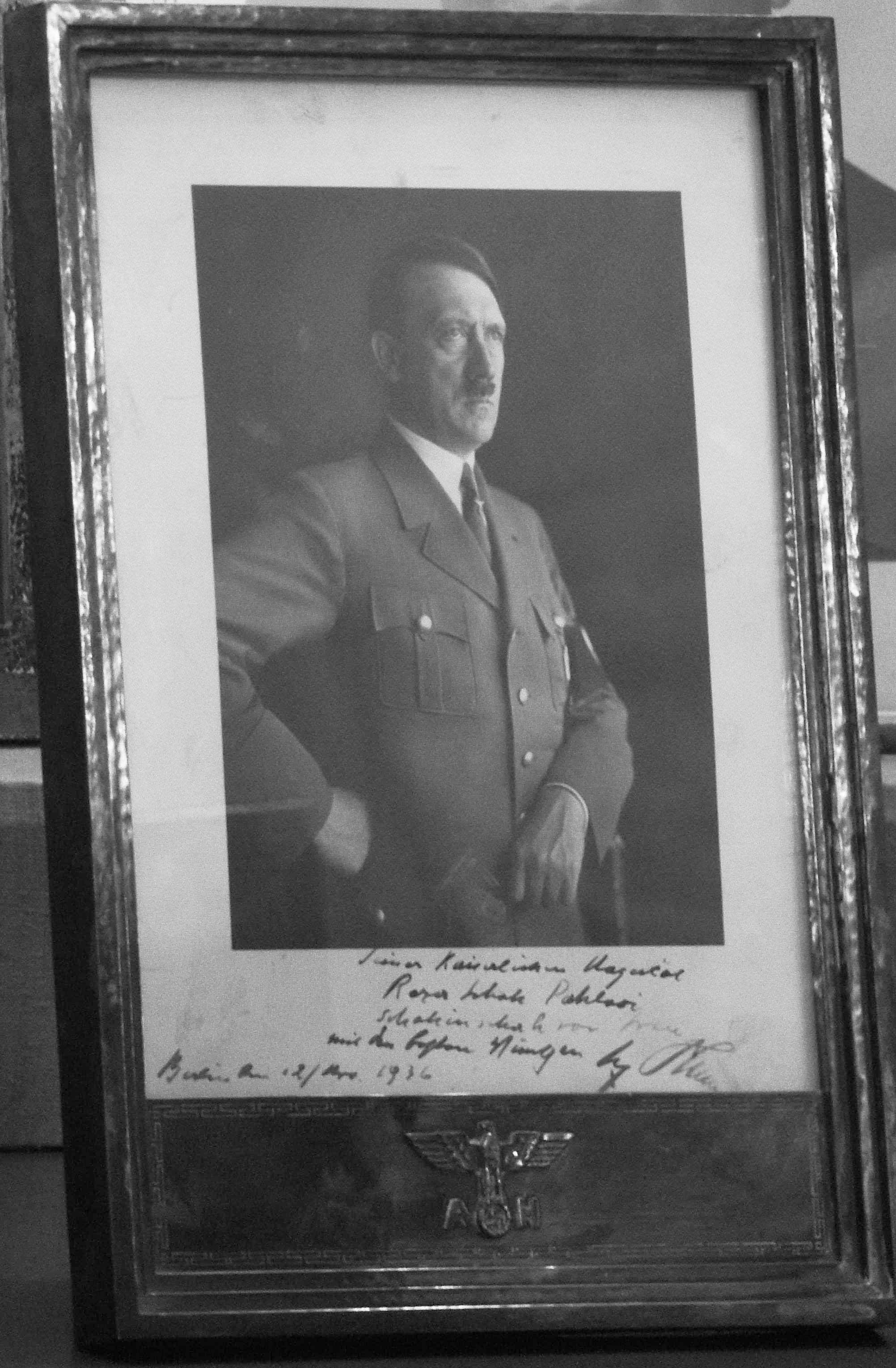 photo-dedicacee-de-hitler-a-reza-shah-pahlavi