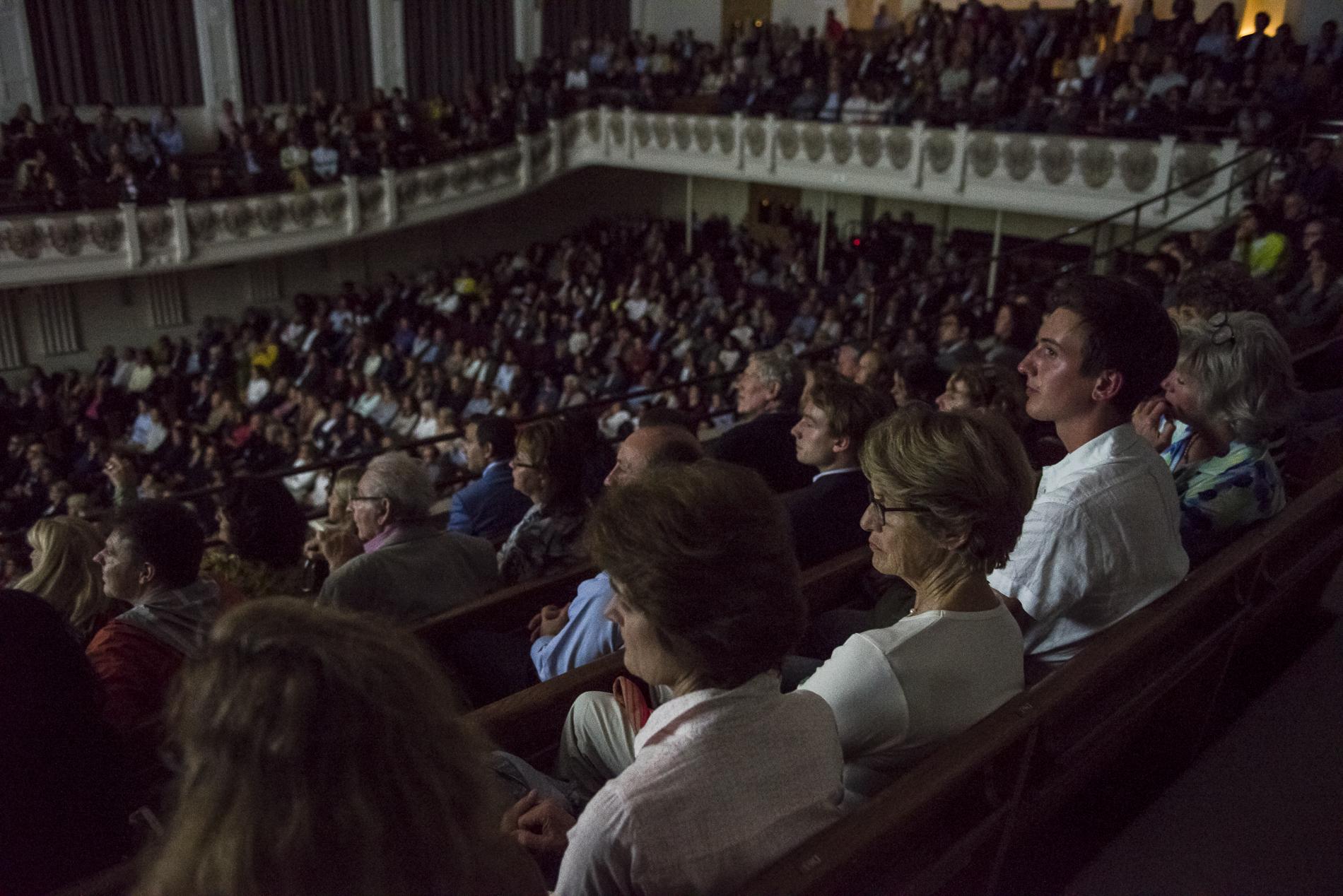 L'audience du Cadogan Hall, le 4 juin 2018, lors de la représentation de la pièce de Bernard-Henri Lévy, Last Exit Before Brexit, à Londres.
