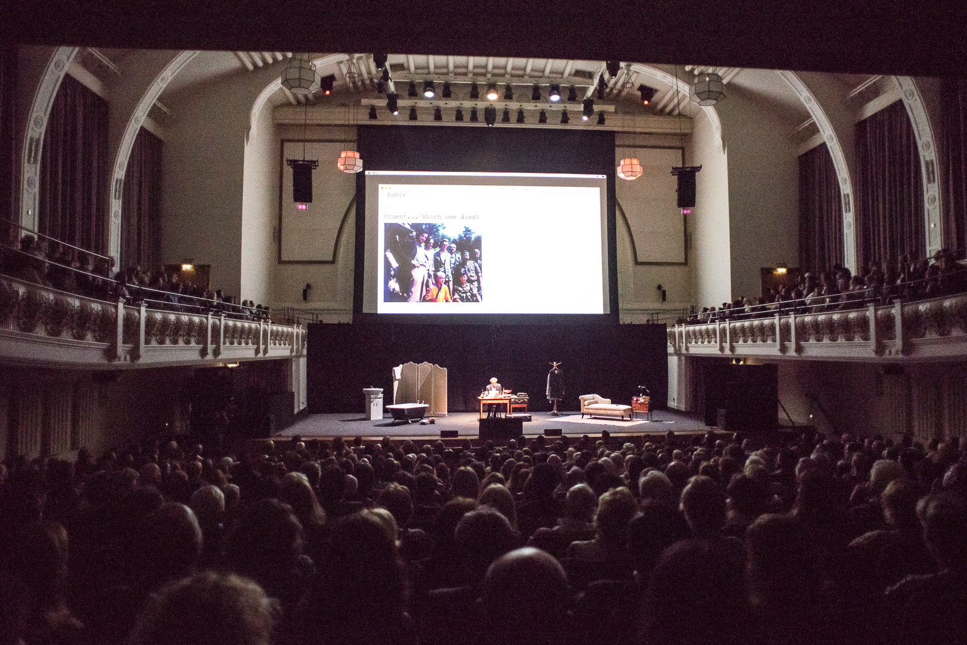 Représentation de «Last exit before Brexit», le 4 juin 2018, au Cadogan hall, à Londres.