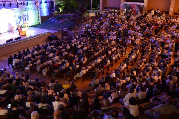 Près de 1000 personnes ont assisté à la remise du titre de Docteur Honoris Causa à Bernard-Henri Lévy le 17 juin 2018, par le Collège Académique de Netanya en Israël.