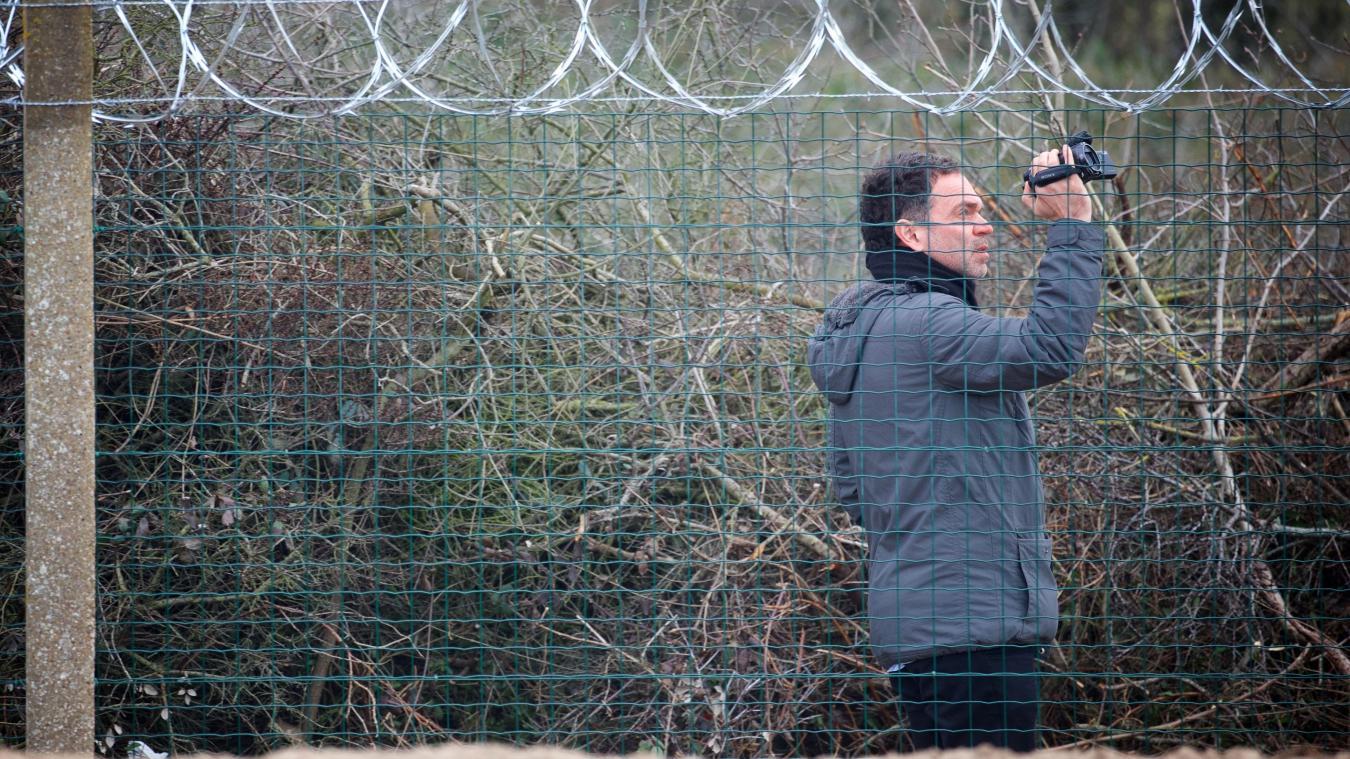 Yann Moix a filmé pendant huit mois la situation à Calais. Ici en mars dernier. Photo Johan Ben Azzouz pour La Voix du Nord.