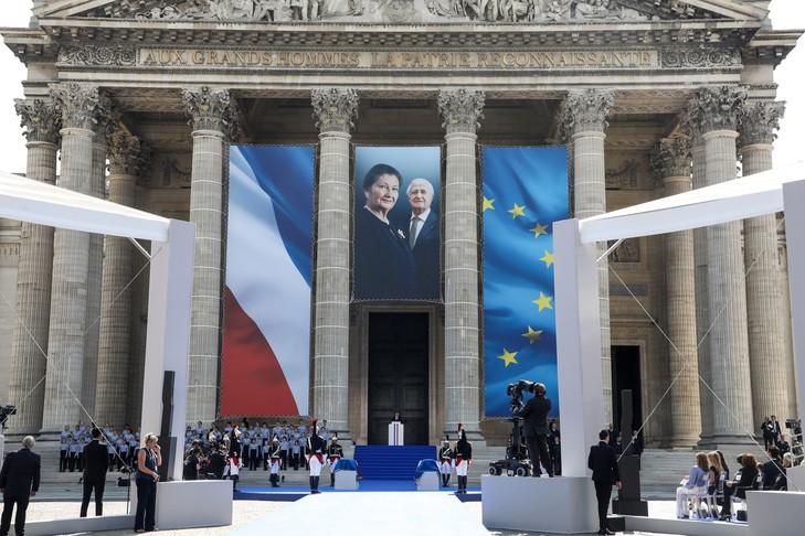 Emmanuel Macron prononce son discours en hommage à Simone Veil, au Panthéon, le 1er juillet.