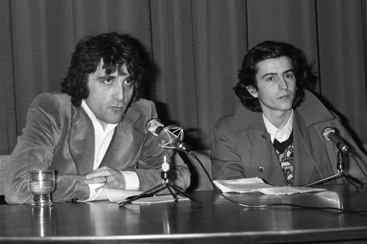 Conférence de presse lors de la création du quotidien «L'imprévu» à Paris, le 23 janvier 1975, avec les deux directeurs :Michel Butel et Bernard-Henri Lévy. Photo : Daniel SIMON/Gamma-Rapho.