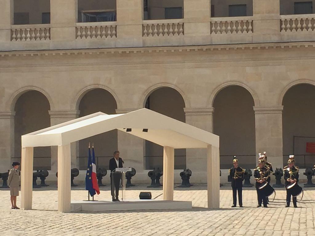 Bernard-Henri Lévy lors de son discours en hommage à Claude Lanzmann, le 12 juillet 2018 aux Invalides.