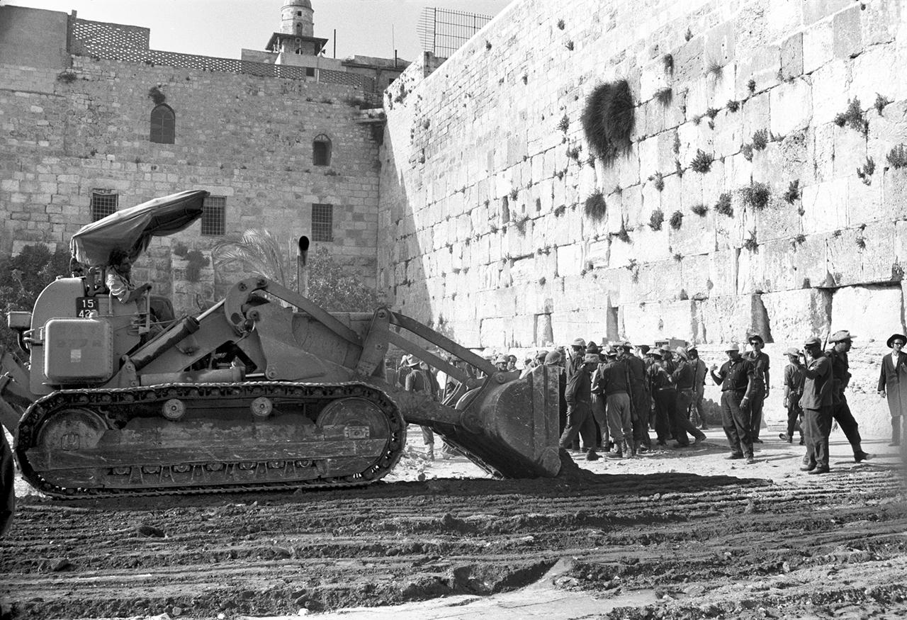 Demolition-of-the-Mughrabi-Quarter-near-the-Western-Wall-June-1967-Photo-David-Rubinger-Courtesy-David-Rubinger-Yedioth-Achronoth