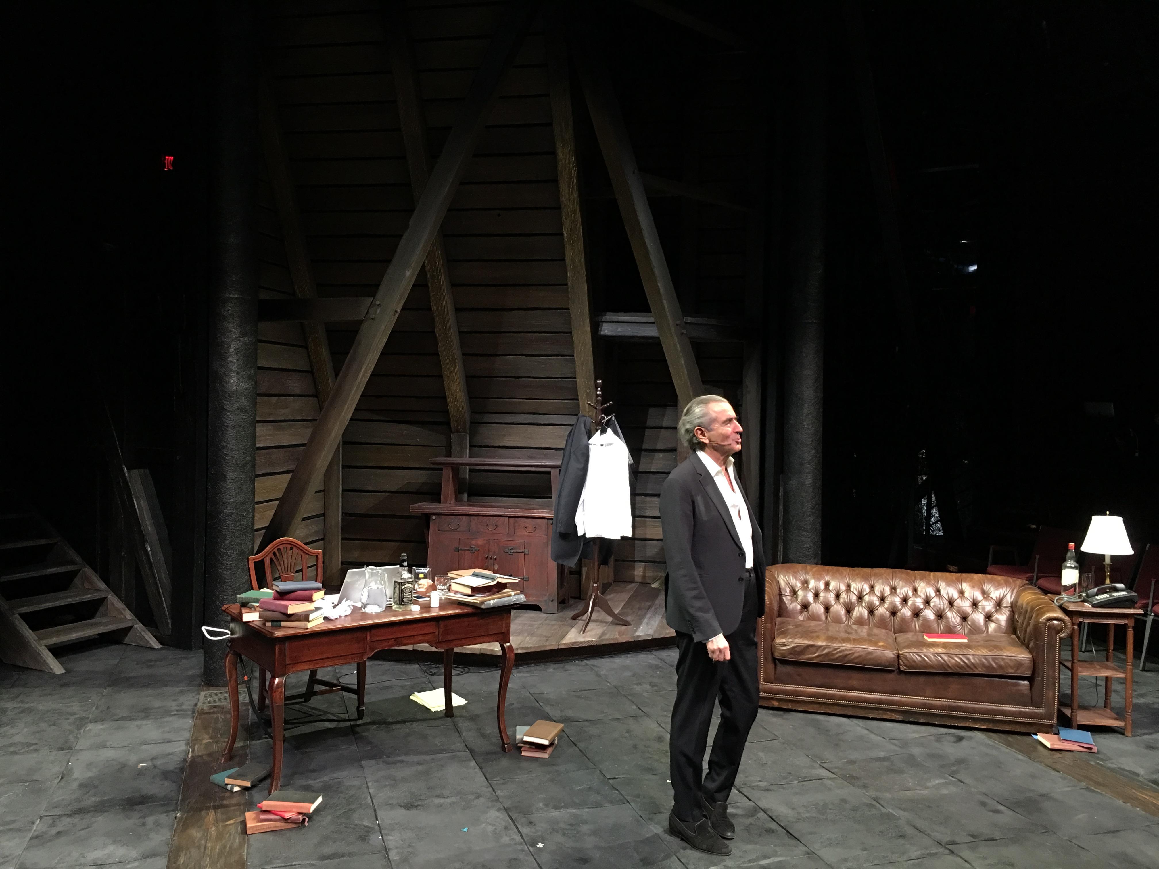 Bernard-Henri Lévy lors de la représentation au Public Theater de New York, le 5 novembre 2018.