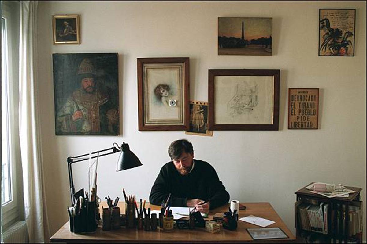Pierre Wiaz Wiazemsky, caricaturiste, dans son bureau en mai 2002.