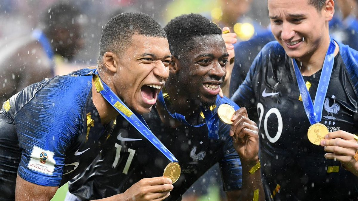 Kylian Mbappé, Ousmane Dembélé et Florian Thauvin lors de la victoire de la France en finale de la coupe du Monde de football en 2018.