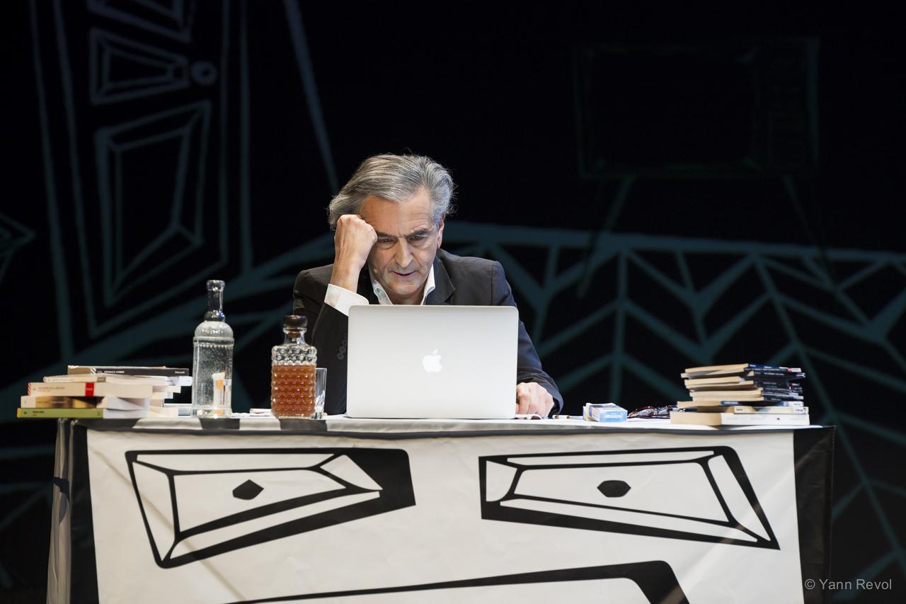 "Bernard-Henri Lévy lors de la représentation de ""Looking for Europe""."