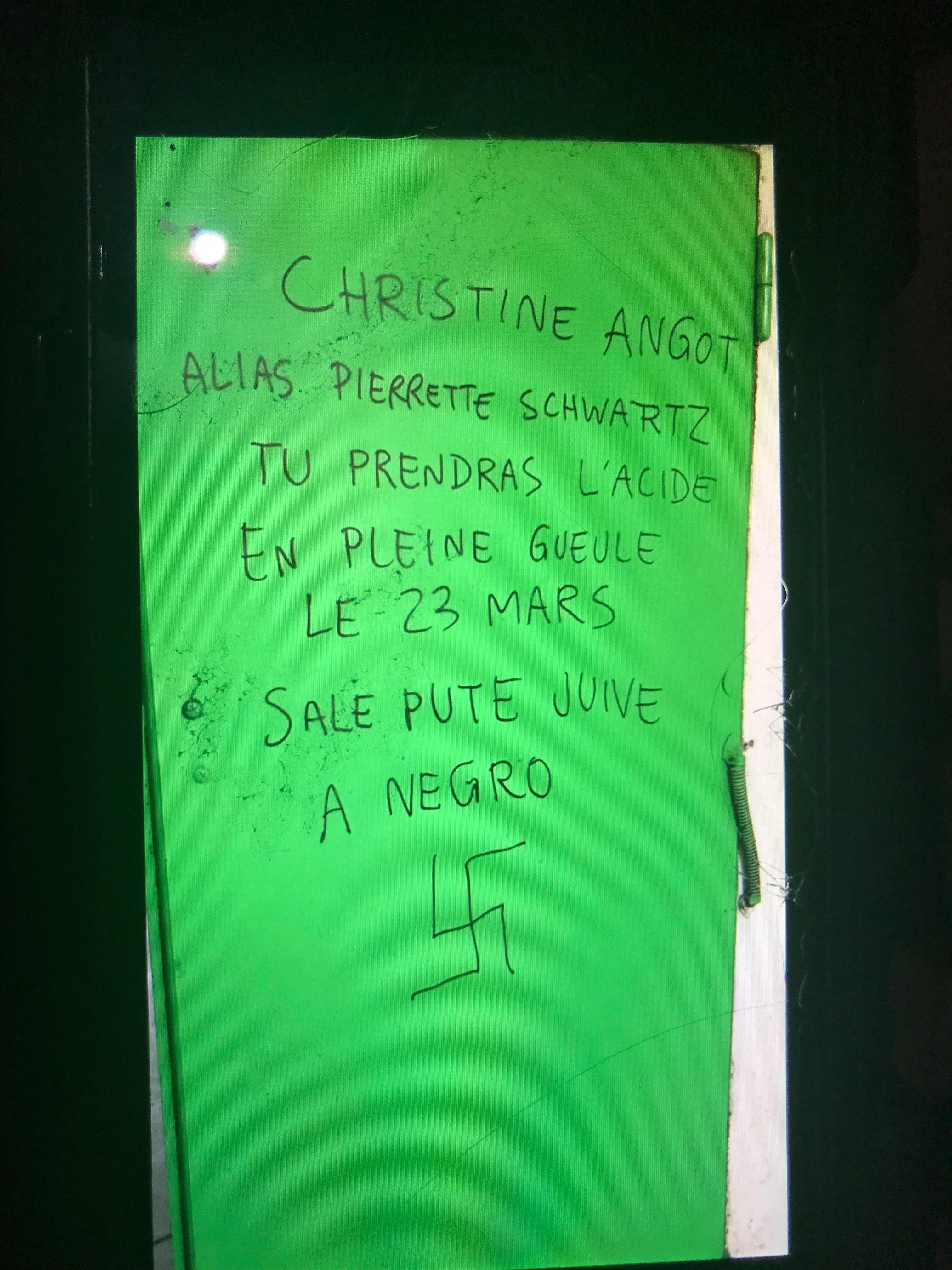 Nouveau tag antisémite, raciste et misogyne ciblant Christine Angot. Vannes, 22 Mars 2018.