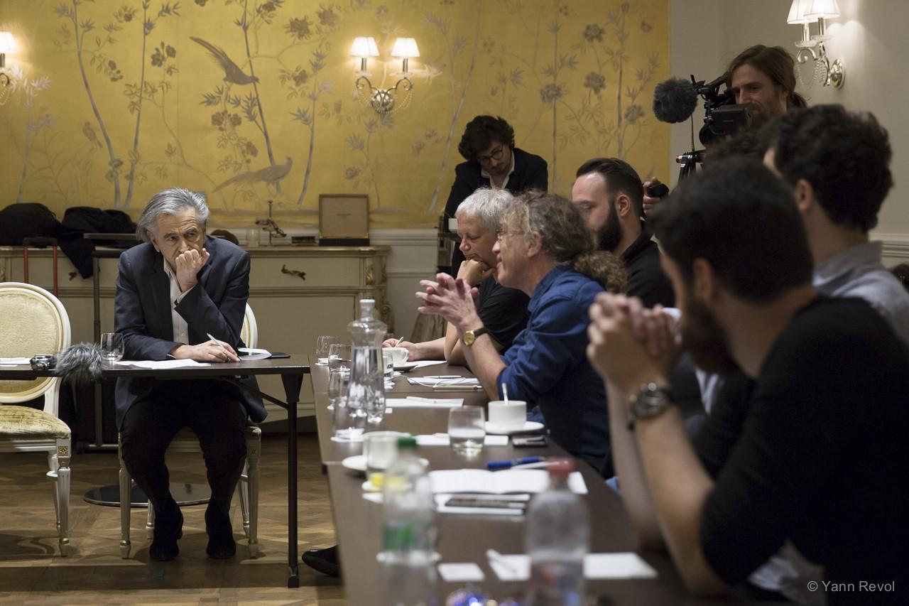 Bernard-Henri-Levy-Rencontre-avec-des-opposants-a-Budapest