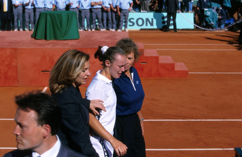 Martina Hingis et sa mère Melanie Molitor, suite à la Finale Open Roland Garros. Le 05 juin 1999.