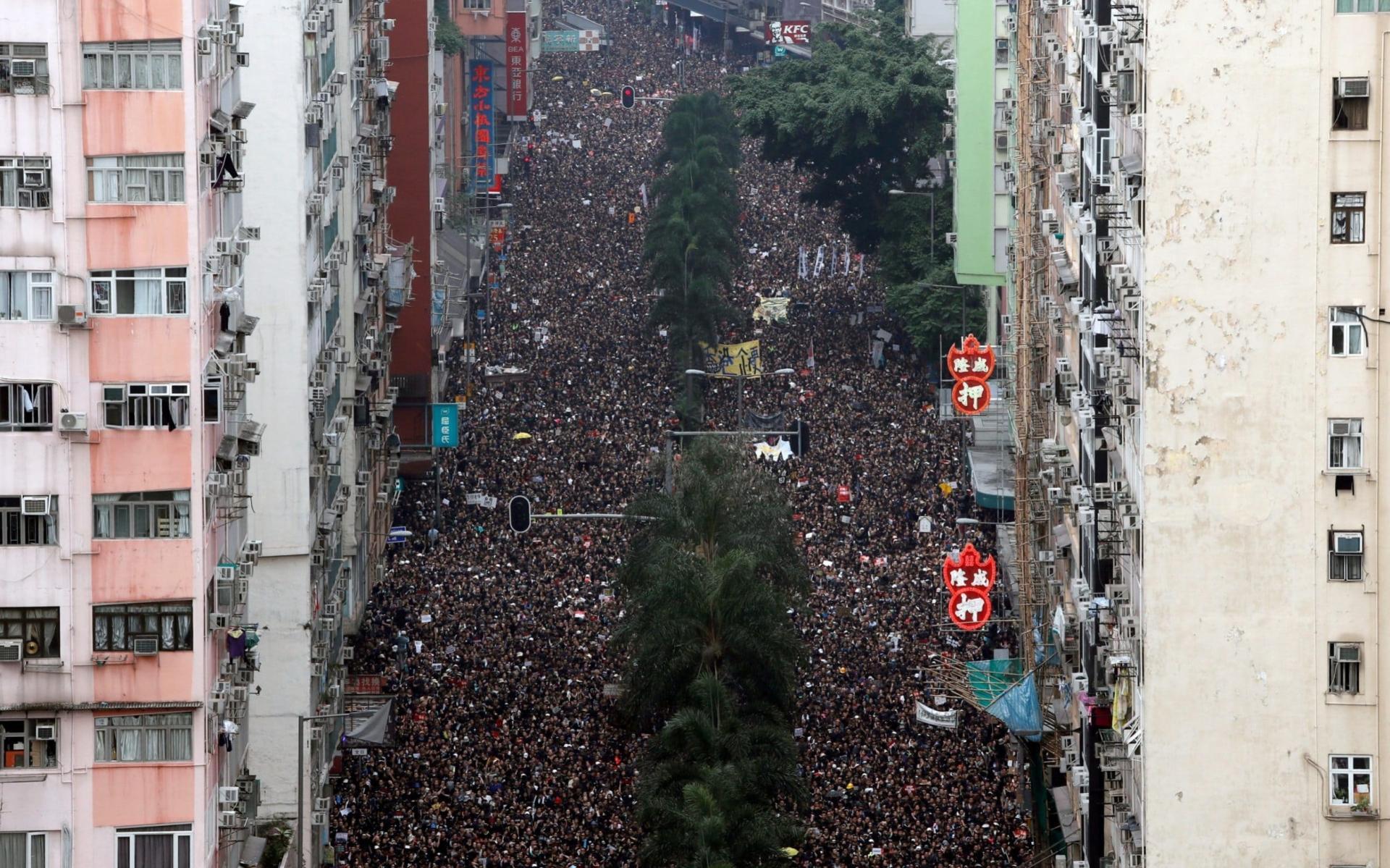 Manifestation monstre à Hongkong, le 16 juin. REUTERS