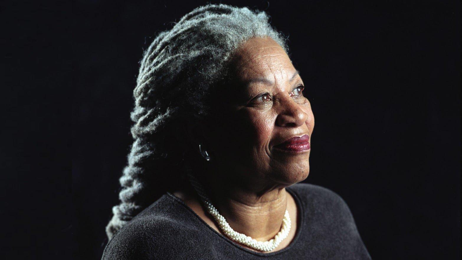 Toni Morrison est mortedans la nuit du 5 au 6 août 2019à l'âge de 88 ans.L'écrivain a reçu le prix Nobel de littérature en 1993.