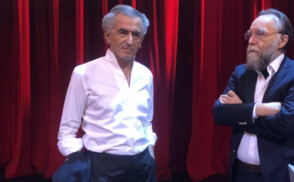 Bernard-Henri Lévy et Alexandre Douguine lors d'un débat organisé par Nexus Institute à l'Opéra national d'Amsterdam.