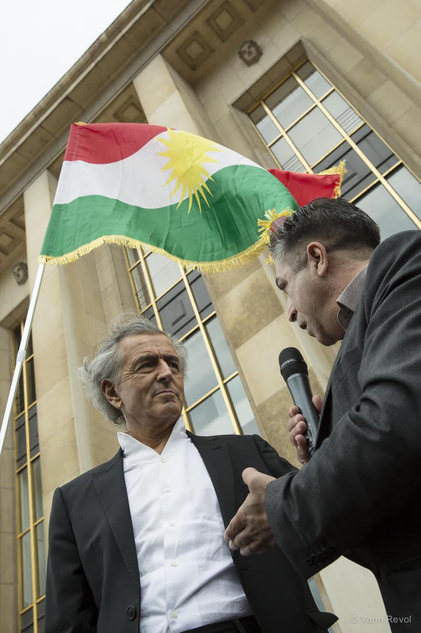 Bernard-Henri-Levy-manifestation-de-soutien-aux-kurdes