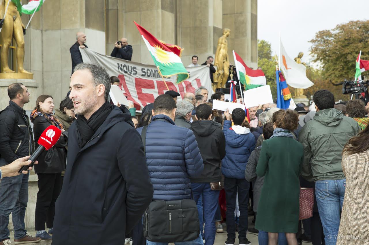 Raphael-Glucksman-soutien-aux-kurdes-manifestation-a-paris