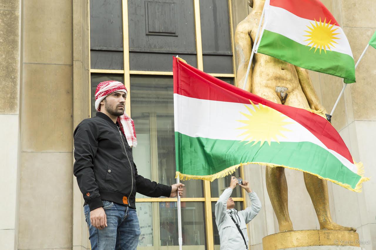 manifestation-a-paris-en-soutien-des-kurdes-trocadero-7