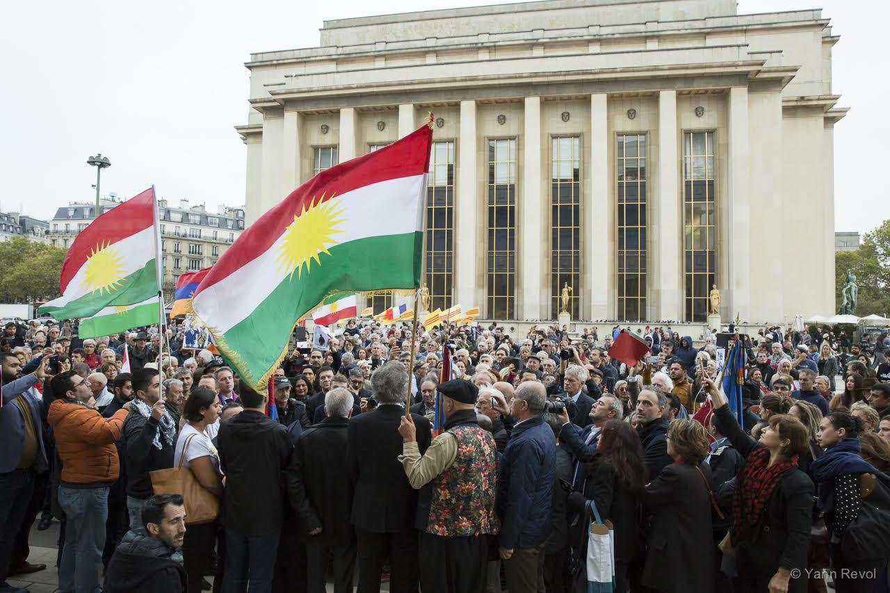 manifestation-a-paris-en-soutien-des-kurdes-trocadero