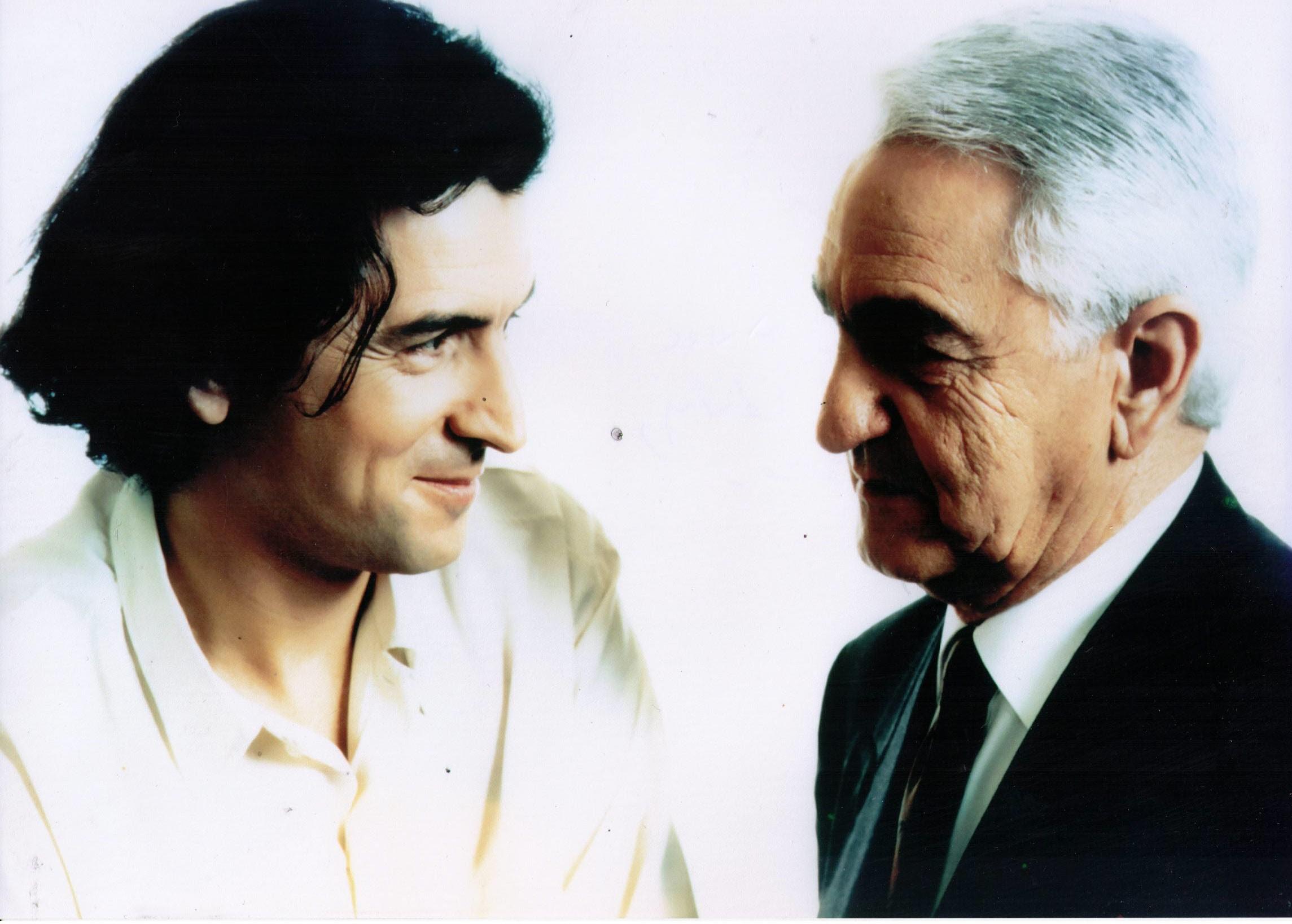 Portrait du philosophe Bernard-Henri Lévy et son père André Lévy.
