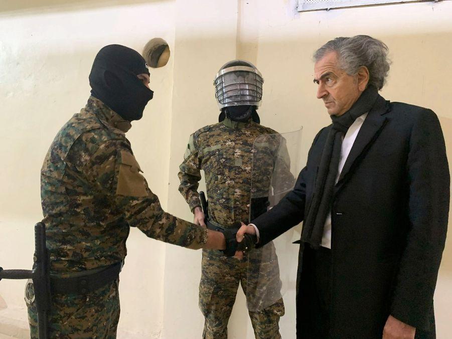 """Cinq ans après le tournage de """"Peshmerga"""", son film sur leur lutte contre Daech, BHL a rencontré les combattants kurdes et leurs prisonniers."""