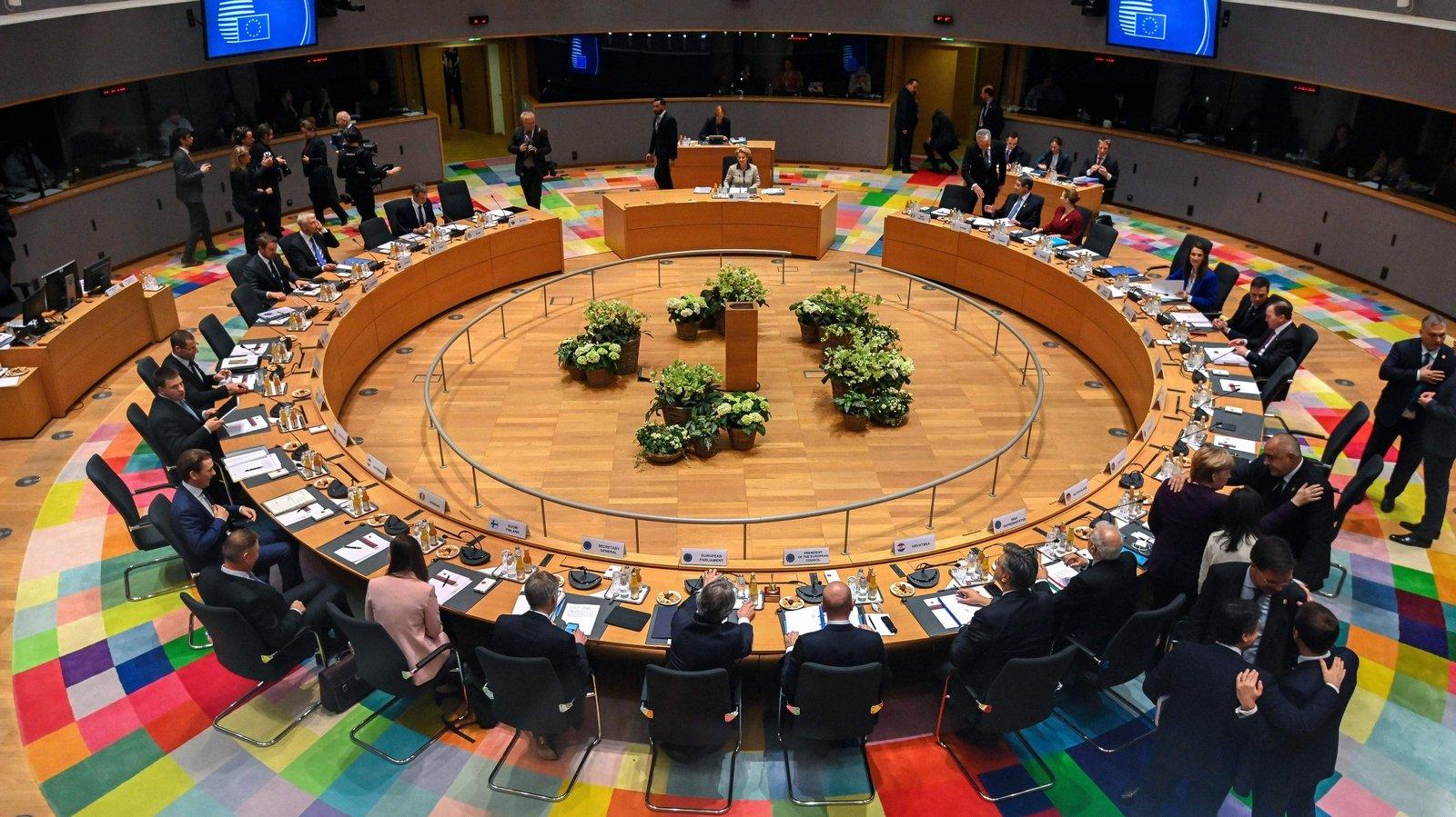 A Bruxelles, les pays membres de UE définissent le budget européen.