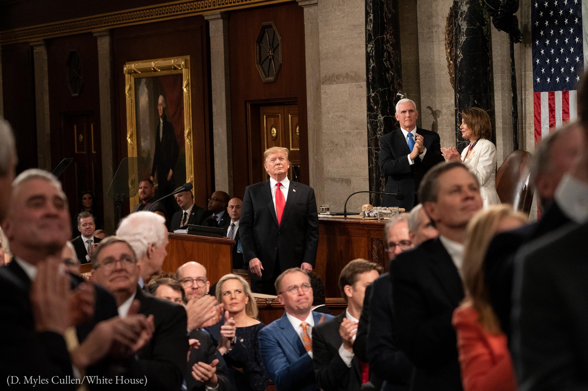 Les membres du Congrès et d'autres personnes applaudissent un invité du président Trump lors de son discours sur l'état de l'Union prononcé le 5 février 2019 à Washington. (D. Myles Cullen/Maison Blanche)